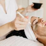 Gesichtsbehandlung, Gesicht reinigen